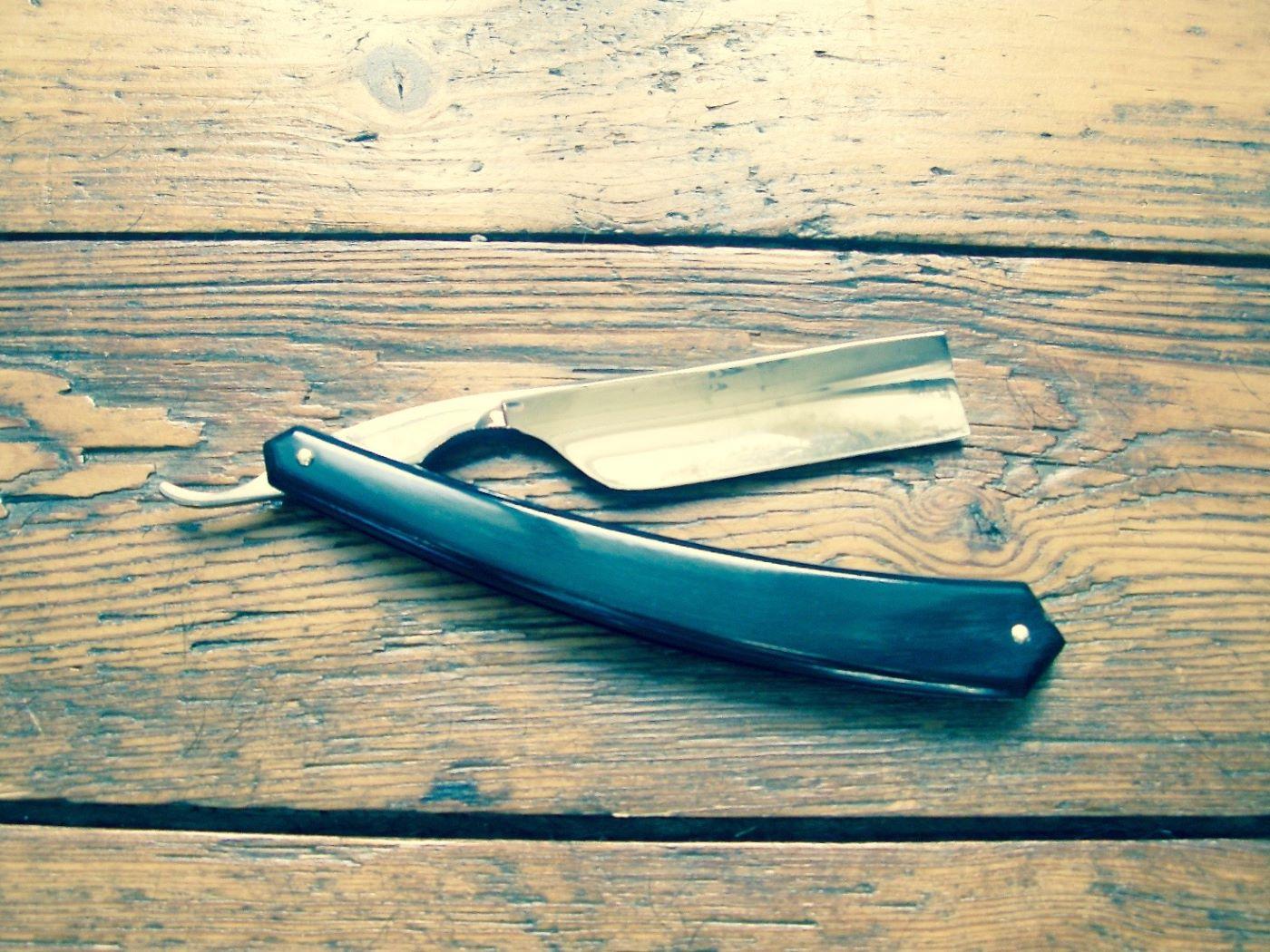 un rasoir coupe-choux